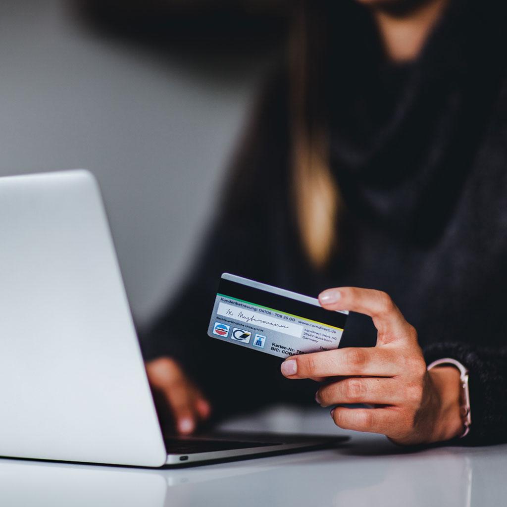 Client qui effectue un achat en ligne